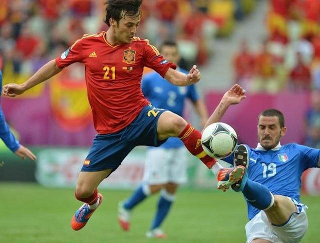 Spanish midfielder David Silva (L) fights for the ball with Italian defender Leonardo Bonucci during the Euro 2012 championships football match Spain vs Italy on June 10, 2012 at the Gdansk Arena. AFP PHOTO / GABRIEL BOUYSGABRIEL BOUYS/AFP/GettyImages