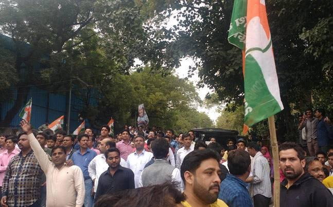 Delhi: Youth Congress stages massive protest outside Kejriwal's residence