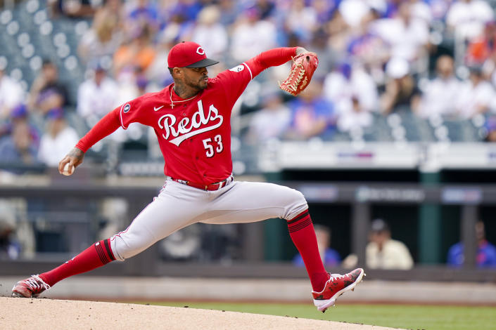Cincinnati Reds starting pitcher Vladimir Gutierrez throws during the first inning of a baseball game against the New York Mets, Sunday, Aug. 1, 2021, in New York. (AP Photo/Corey Sipkin)