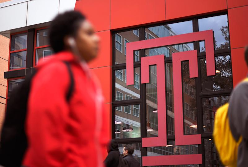 Students walk through the campus of Temple University, which has an enrollment of more than a 38,000 and offers 464 academic degree programs, in Philadelphia, Pennsylvania, U.S. on December 1, 2016. To match Special Report COLLEGE-CHARITIES/ REUTERS/Mark Makela