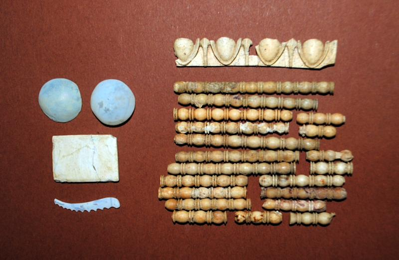 A handout picture provided by the Greek ministry of culture on November 12, 2014 shows items found in the tomb dating back to the Alexander the Great era (356-323 BC) at the ancient Amphipolis archeological site in the northern region of Macedonia (AFP Photo/)