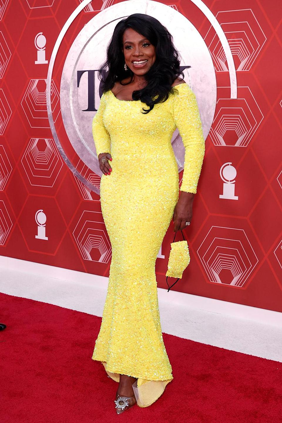 <p>Sheryl Lee Ralph, who originated the role of Deena Jones in <em>Dreamgirls, </em>matched her mask to her sequined yellow dress.</p>