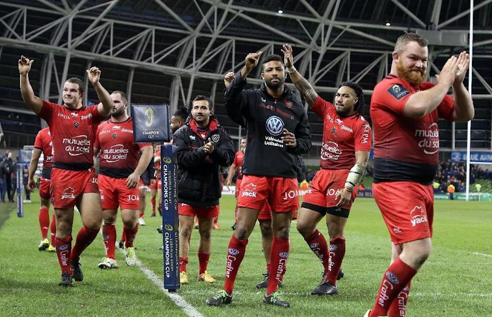 Toulon celebrate after winning their European Rugby Champions Cup match against Leinster in Dublin on December 19, 2015 (AFP Photo/Paul Faith)