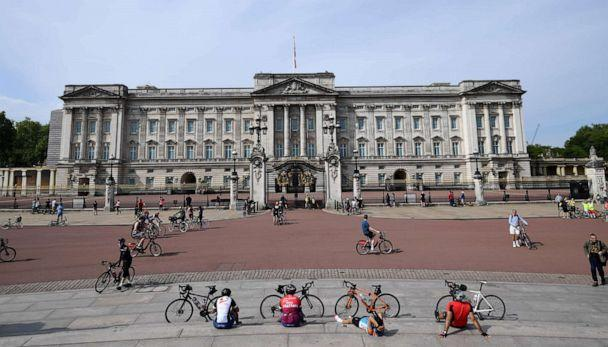 PHOTO: Cyclists rest in front of Buckingham palace, May 8, 2020, in London. (Daniel Leal-Olivas/AFP via Getty Images)