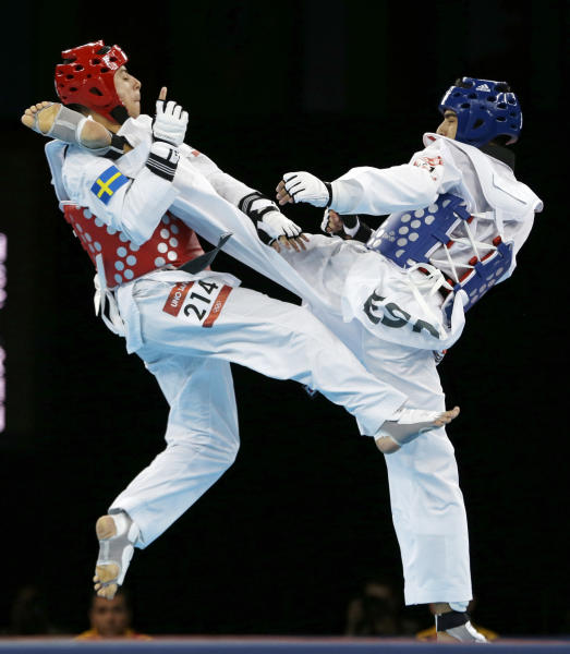 Spain's Joel Gonzalez Bonilla fights Sweden's Uno Sanli (in red) during their match in men's 58-kg taekwondo competition at the 2012 Summer Olympics, Wednesday, Aug. 8, 2012, in London. (AP Photo/Ng Han Guan)