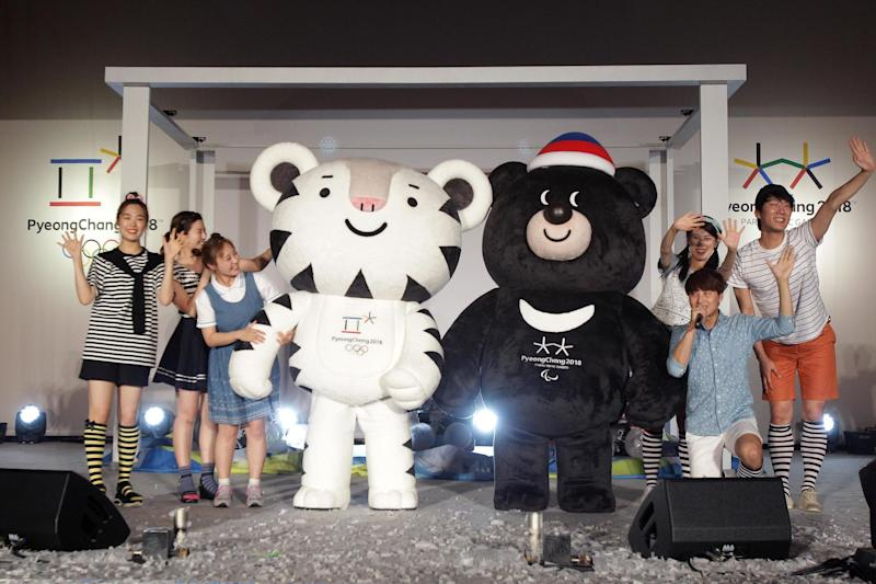 Winter Olympics mascots Soohorang (L) and Bandabi (R): Chung Sung-Jun/Getty Images