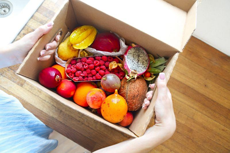 Skip the crazy lines—some grocery delivery services are going strong. (Photo: Getty Images)