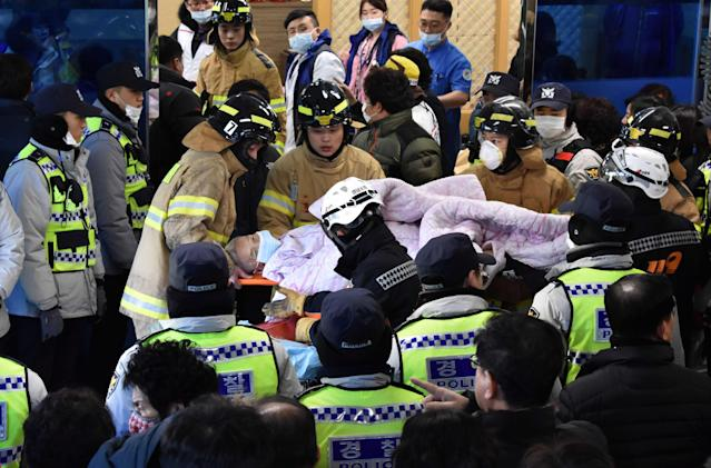<p>Rescue workers remove a survivor from a hospital fire on January 26, 2018 in Miryang, South Korea. (Photo: Kim Gu-Yeon/Gyeongnam Domin Ilbo via Getty Images) </p>