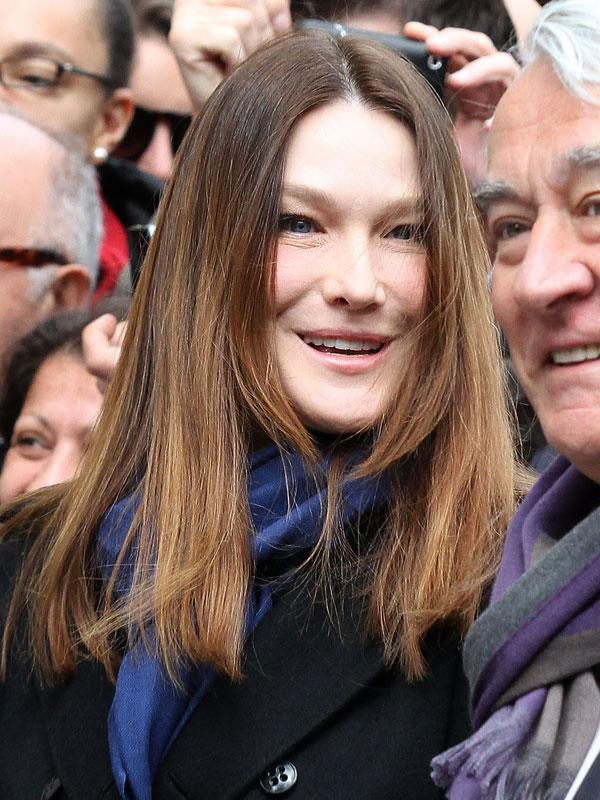 <b>Carla Bruni-Sarkozy</b><br><br>The ex Mrs. Prime Minister of France and now new mom was and still is well-known for her modelling days. But the French beauty does not live up to expectations by a far margin when she turned up heavily botoxed at an event last year. Her fine lines may have disappeared but so has her wide and bright smile.
