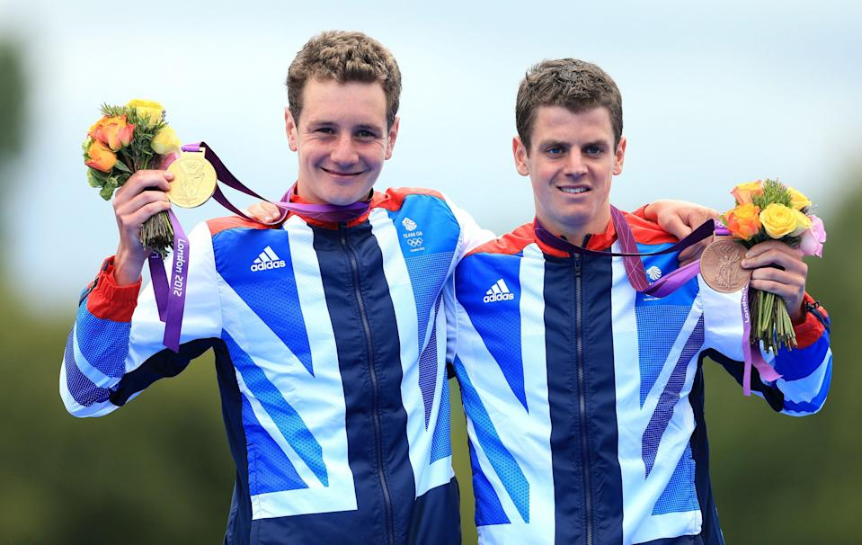 Alistair (left) and Jonny Brownlee hold up their Olympic medals (Mike Egerton/PA) (PA Archive)