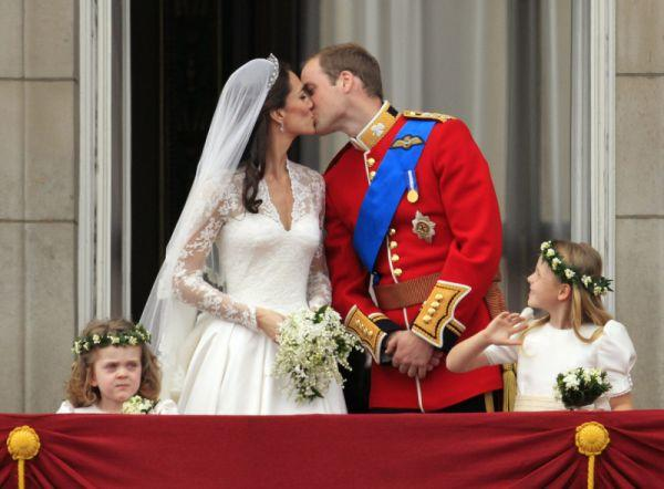 Prince william and kate wedding kiss