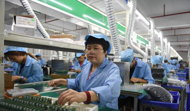 Workers assemble walkie-talkies at an electronics company in Xiamei Township, Nan'an, southeast China's Fujian province. China reported better than expected economic data from its manufacturing and services industries. Photo: Xinhua