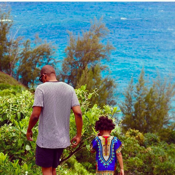 <p>Between public transport, airport queues, travelling can be a total nightmare for dads. After some extensive research we found the best products that will make traveliing a little less of a nightmare for your daddy. Aww.<br />Photo: Jayz and Blue Ivy. Source: Instagram: @Beyonce </p>