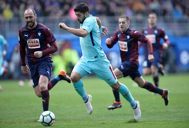 Soccer Football - La Liga Santander - Eibar vs FC Barcelona - Ipurua, Eibar, Spain - February 17, 2018 Barcelona's Luis Suarez in action with Eibar's Ivan Ramis REUTERS/Vincent West