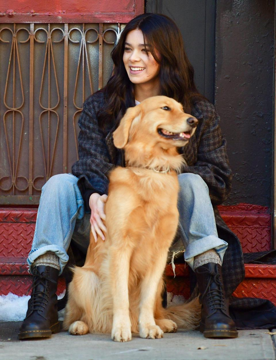 <p>Hailee Steinfeld and her furry colleague take five on Thursday on the New York City set of <em>Hawkeye.</em></p>