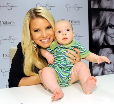 Jessica Simpson Really Really Loves Holding Babies