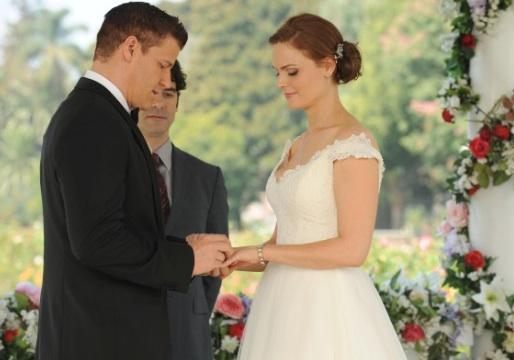 Bones Wedding Post Mortem: EPs Talk Christine's Absence, Brennan's Original (and 'Unsuitable') Vows — Plus: New Big Bad's Moniker Revealed!