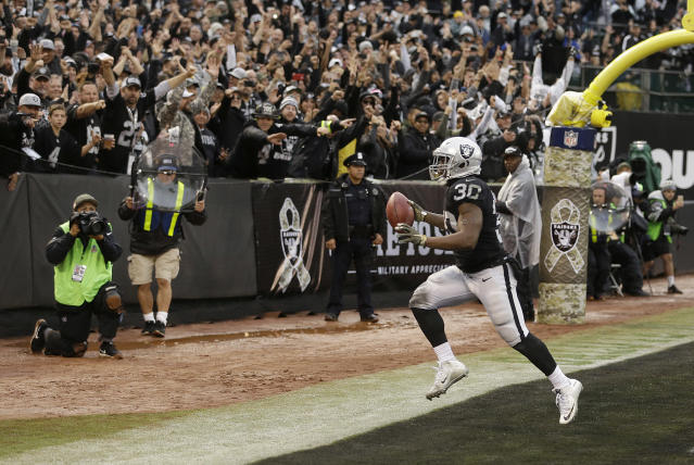 Jalen Richard gets interesting following an 11-target game. (AP Photo/Ben Margot)