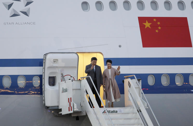 Chinese President Xi Jinping and his wife Peng Liyuan arrive at Rome's Leonardo Da Vinci airport in Fiumicino, Italy, Thursday, March 21, 2019. Jinping is in Italy to sign a memorandum of understanding to make Italy the first Group of Seven leading democracies to join China's ambitious Belt and Road infrastructure project. (AP Photo/Andrew Medichini)