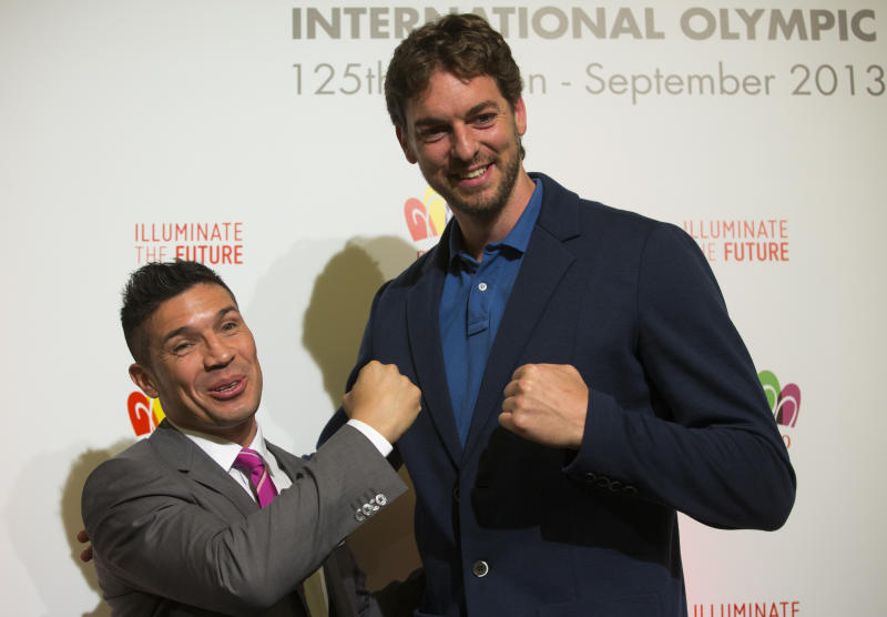 Argentine boxer, Sergio Maravilla Martinez left, and Spain's basketball player Pau Gasol pose for photographers during a news conference in Buenos Aires, Argentina, Thursday, Sept. 5, 2013. During the Sept. 4-10 IOC meeting, members will elect the host city for the Summer Olympics Games of 2020, with candidates being Madrid, Istanbul and Tokyo, as well as choose a new IOC president and add a sport to the 2020 program. (AP Photo/Ivan Fernandez)