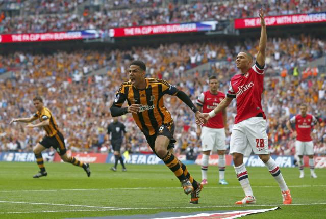 Hull City's Curtis Davies (L) celebrates after scoring his team's second goal as Arsenal's Kieran Gibbs looks on during their FA Cup final soccer match at Wembley Stadium in London, May 17, 2014. REUTERS/Darren Staples (BRITAIN - Tags: SPORT SOCCER)