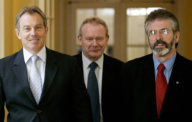 <strong>Britain's Prime Minister Tony Blair (L) walks inside 10 Downing Street, with the leader of Northern Ireland's Sinn Fein party Gerry Adams (R) and Sinn Fein Chief Negotiator Martin McGuinness (C)in 1998.</strong> (PA Archive/PA Images)