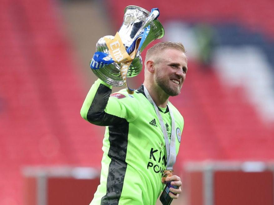 Kasper Schmeichel celebrates with the FA Cup trophy (The FA via Getty Images)
