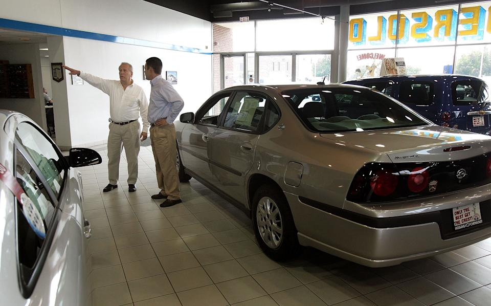 Sales and leasing consultant Ernie Alvinito, left, assists customer Bill Valasek at Hoskins Chevrolet in Elk Grove Village, Illinois. (Photo: Tim Boyle/Getty Images)