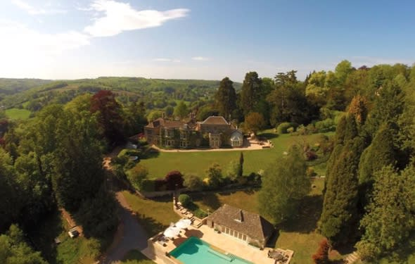 Victoria and David Beckham buying £5.4 million mansion in the Cotswolds?