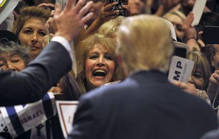A woman reacts to getting an autograph by U.S. Republican presidential candidate and businessman Donald Trump after he spoke at a campaign rally South Point Resort and Casino in Las Vegas, Nevada January 21, 2016. REUTERS/David Becker