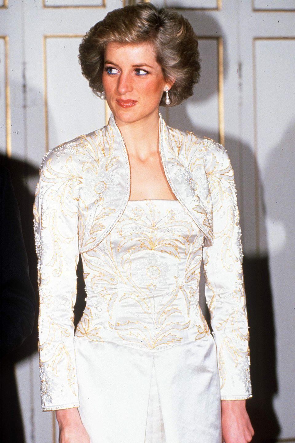 <p>With a rounded hairstyle at a dinner hosted at the Elysee Palace in Paris. </p>