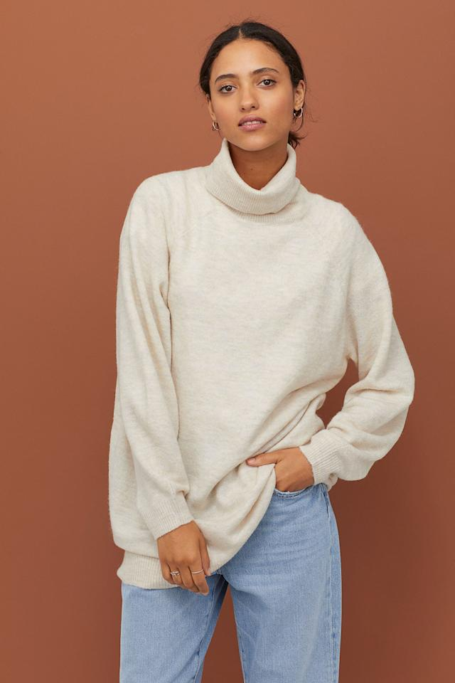 "<p><a href=""https://www.popsugar.com/buy/HampM-Long-Turtleneck-Sweater-540933?p_name=H%26amp%3BM%20Long%20Turtleneck%20Sweater&retailer=www2.hm.com&pid=540933&price=30&evar1=fab%3Aus&evar9=47115559&evar98=https%3A%2F%2Fwww.popsugar.com%2Ffashion%2Fphoto-gallery%2F47115559%2Fimage%2F47115764%2FHM-Long-Turtleneck-Sweater&list1=h%26m%2Cshoes%2Csneakers&prop13=mobile&pdata=1"" rel=""nofollow"" data-shoppable-link=""1"" target=""_blank"" class=""ga-track"" data-ga-category=""Related"" data-ga-label=""https://www2.hm.com/en_us/productpage.0762205005.html"" data-ga-action=""In-Line Links"">H&amp;M Long Turtleneck Sweater</a> ($30)</p>"