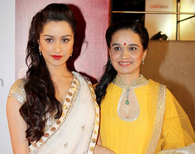 Shradha Kapoor with her mom Shivangi
