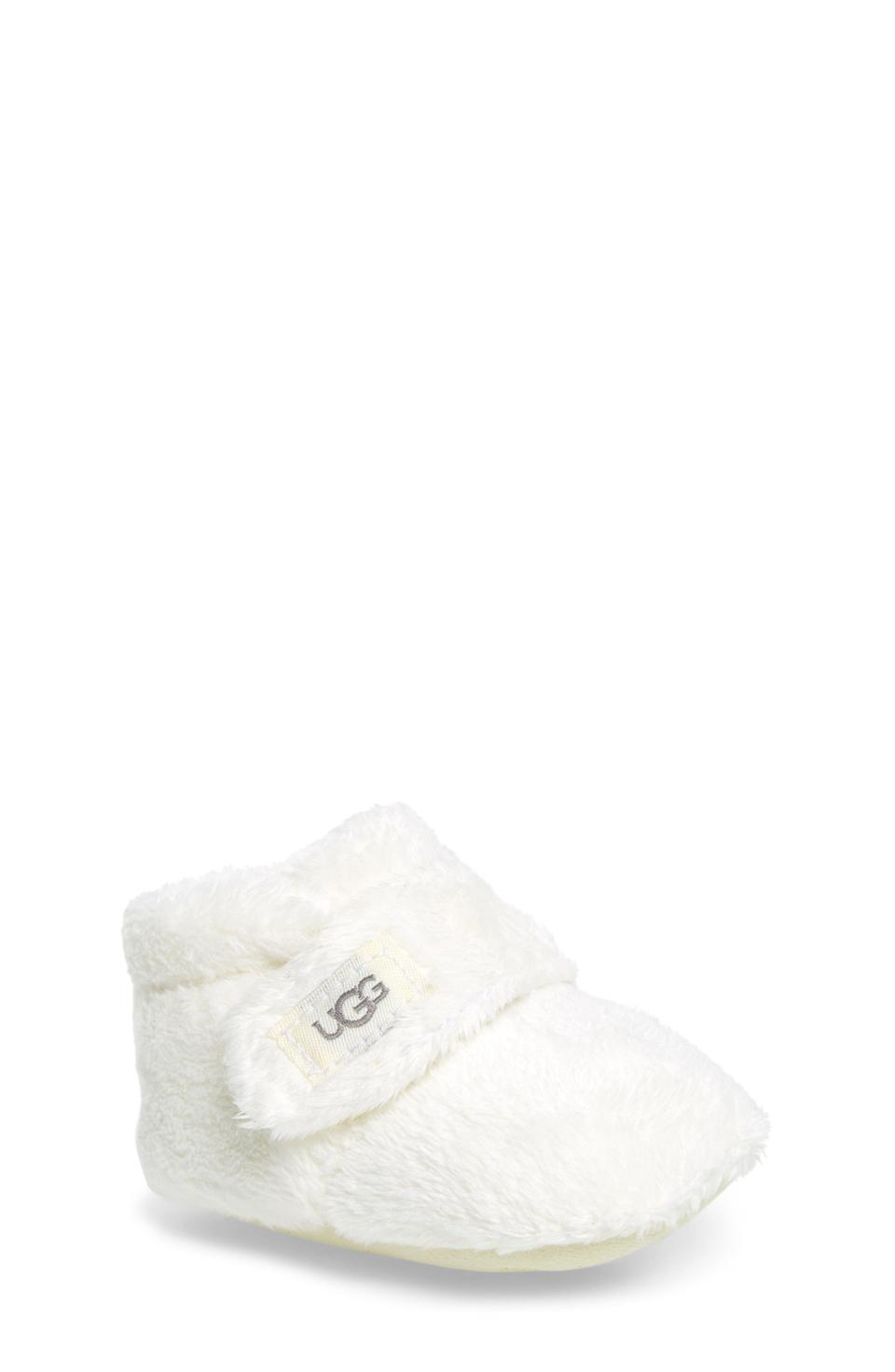 "<p><strong>UGG</strong></p><p>nordstrom.com</p><p><strong>$34.95</strong></p><p><a href=""https://go.redirectingat.com?id=74968X1596630&url=https%3A%2F%2Fwww.nordstrom.com%2Fs%2Fugg-bixbee-bootie-baby-walker%2F3181971&sref=https%3A%2F%2Fwww.townandcountrymag.com%2Fstyle%2Fhome-decor%2Fg33933277%2Fcozy-gifts%2F"" rel=""nofollow noopener"" target=""_blank"" data-ylk=""slk:Shop Now"" class=""link rapid-noclick-resp"">Shop Now</a></p><p>Have a new parent in your life? Spoil their little one this year with the softest of baby shoes from UGG.</p>"