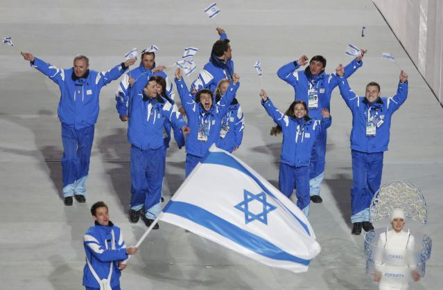 Israel's flag-bearer Vladislav Bykanov leads his country's contingent during the opening ceremony of the 2014 Sochi Winter Olympics, February 7, 2014. REUTERS/Lucy Nicholson (RUSSIA - Tags: OLYMPICS SPORT)