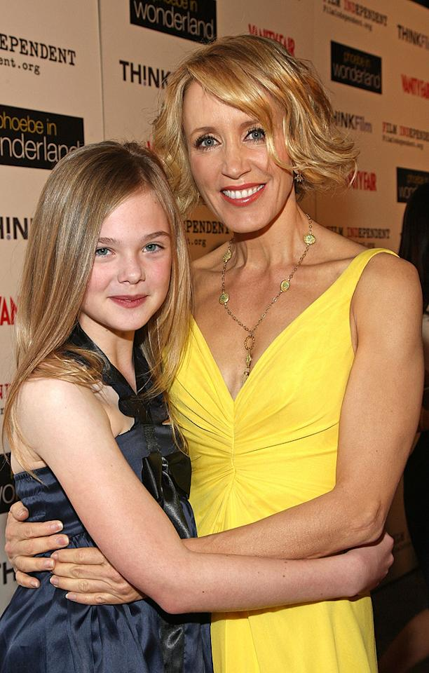 """<a href=""""http://movies.yahoo.com/movie/contributor/1808461888"""">Elle Fanning</a> and <a href=""""http://movies.yahoo.com/movie/contributor/1800026107"""">Felicity Huffman</a> at the Los Angeles premiere of <a href=""""http://movies.yahoo.com/movie/1809912209/info"""">Phoebe in Wonderland</a> - 03/01/2009"""