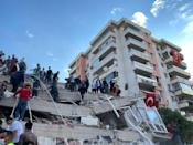 IZMIR, TURKEY - OCTOBER 30: Search and rescue works are being conducted at debris of a building after a magnitude 6.6 quake shook Turkey's Aegean Sea coast, in Izmir, Turkey on October 30, 2020. (Photo by Lokman Ilhan/Anadolu Agency via Getty Images)