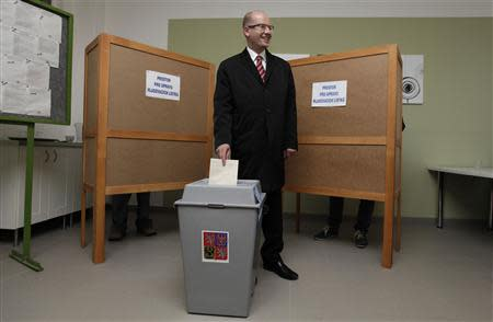 Czech Social Democratic Party (CSSD) leader Bohuslav Sobotka casts his vote at a polling station during an early general election in Slavkov u Brna October 25, 2013. REUTERS/David W Cerny
