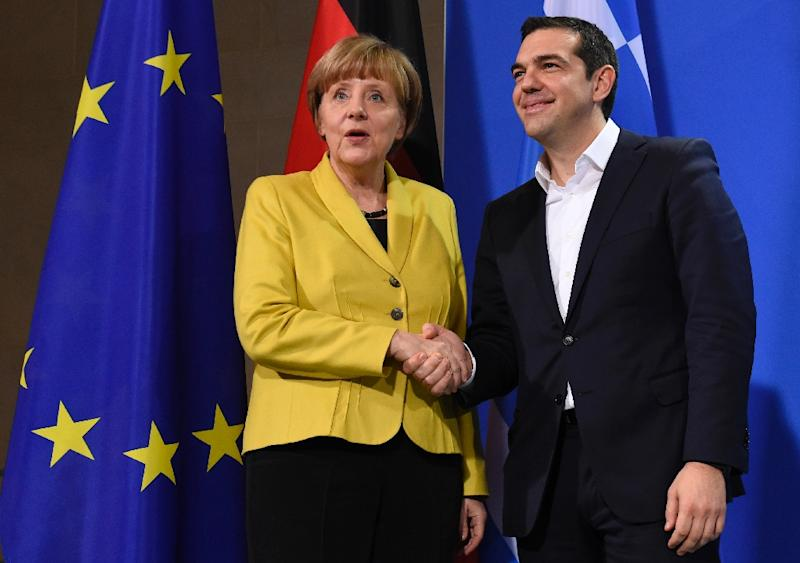 German Chancellor Angela Merkel and Greek Prime Minister Alexis Tsipras pose for photographers after a press conference at the chancellery in Berlin, on March 23, 2015 (AFP Photo/Tobias Schwarz)