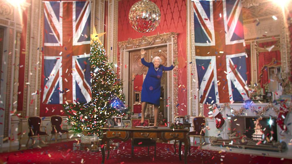 The digitally rendered Queen dances on the desk (Channel 4/PA)