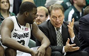 Michigan State coach Tom Izzo talks with Draymond Green on the Spartan bench.