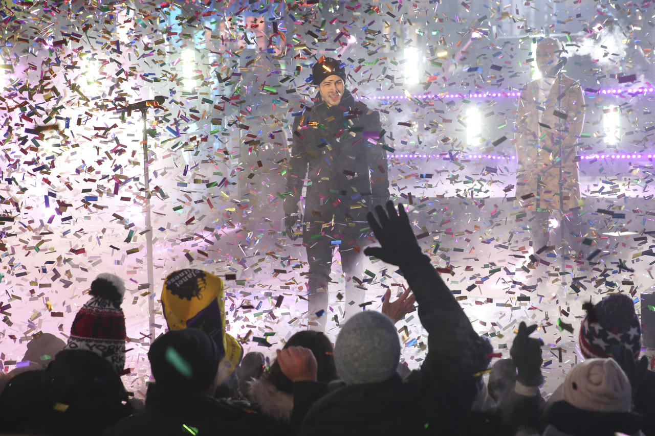 <p>Nick Jonas performs on stage at the New Year's Eve celebration in Times Square on Sunday, Dec. 31, 2017, in New York. (Photo: Brent N. Clarke/Invision/AP) </p>