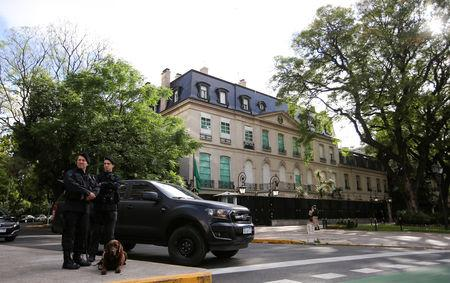 Officers of the bomb squad of Argentina's Federal Police secure the Saudi Arabian embassy in Buenos Aires, Argentina, November 28, 2018. REUTERS/Agustin Marcarian