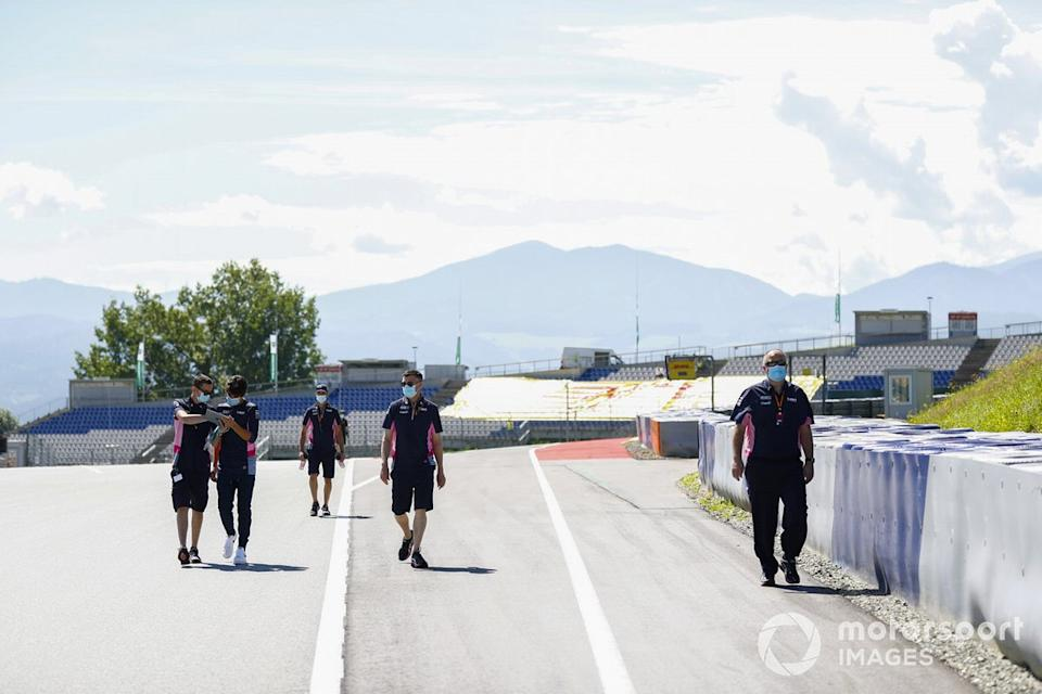 "Lance Stroll, Racing Point walks the track with his team<span class=""copyright"">Glenn Dunbar / Motorsport Images</span>"