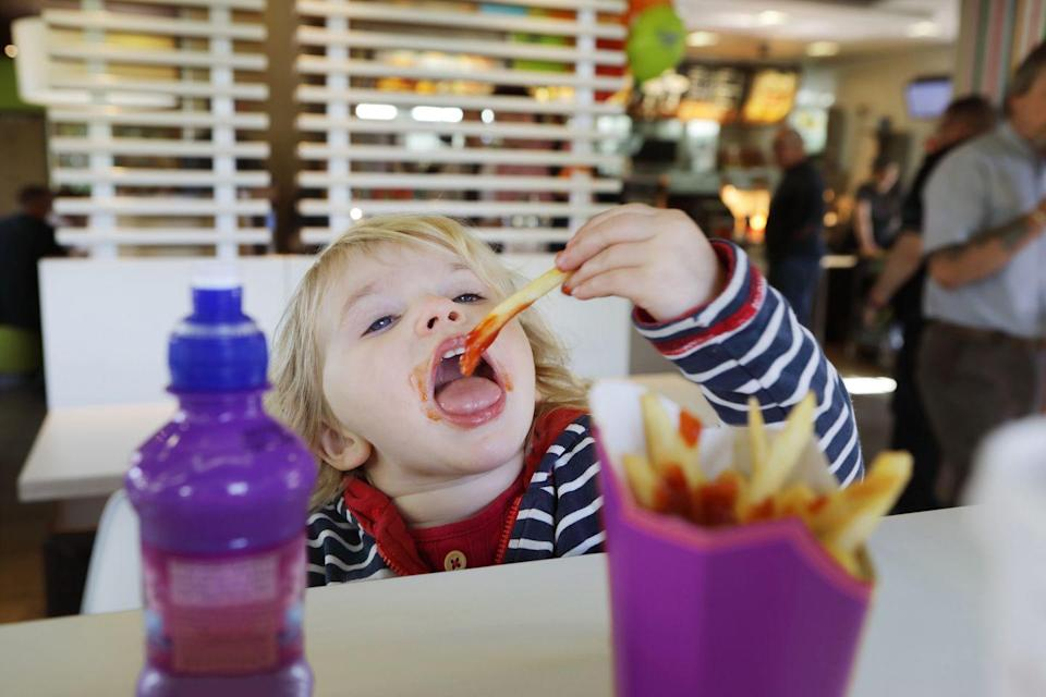 """<p>It's obvious, but it's worth stating: fast food isn't ideal for children. That doesn't stop many from eating it. A 2020 report from the <a href=""""https://www.nbcnews.com/health/kids-health/kids-u-s-are-eating-more-fast-food-cdc-reports-n1236756"""" rel=""""nofollow noopener"""" target=""""_blank"""" data-ylk=""""slk:Centers for Disease Control and Prevention"""" class=""""link rapid-noclick-resp"""">Centers for Disease Control and Prevention</a> found that children and adolescents got 13.8 percent of their daily calories from fast food in 2015 to 2018, which was a 12.4 percent increase from 2011 to 2012. </p><p> Fast food is full of calories, sodium, sugar, and artificial ingredients, and it really doesn't have any nutritional benefit. <a href=""""https://newsroom.clevelandclinic.org/2019/12/13/kids-who-live-near-fast-food-more-likely-to-be-obese-study-says/"""" rel=""""nofollow noopener"""" target=""""_blank"""" data-ylk=""""slk:Studies"""" class=""""link rapid-noclick-resp"""">Studies</a> have found that kids who eat a lot of fast food are more likely to be obese, and other <a href=""""https://healthyeating.sfgate.com/detrimental-effects-fast-food-children-2635.html"""" rel=""""nofollow noopener"""" target=""""_blank"""" data-ylk=""""slk:research"""" class=""""link rapid-noclick-resp"""">research</a> has found that fast food consumption can lead to emotional problems, constipation, and poor academic performance. </p>"""