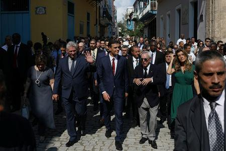 Cuba's President Miguel Diaz-Canel and his wife Lis Cuesta walk with Spain's Prime Minister Pedro Sanchez, his wife Begona Gomez and Eusebio Leal, the official historian of Havana during a visit to Old Havana, Cuba, November 23, 2018. REUTERS/Alexandre Meneghini