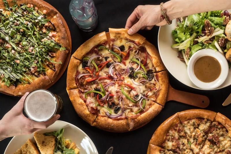 Pizza Chains Usher in New Era in Delivery Through Third Parties
