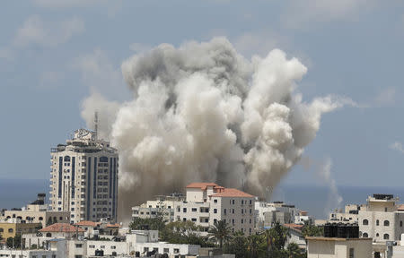 Smoke rises following what witnesses said was an Israeli air strike in Gaza City August 9, 2014. REUTERS/Suhaib Salem