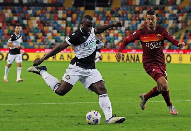 Pedro scores stunning goal to earn 1st win for Roma