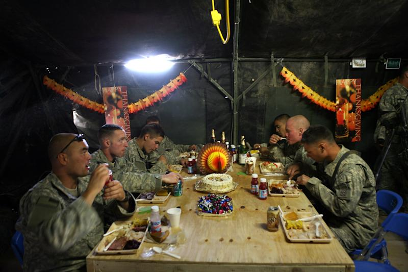 U.S. Soldiers of the 82nd Airborne Division enjoy a Thanksgiving meal at Forward Operating Base Airborne in Afghanistan on Nov. 22, 2007. (Tyler Hicks/The New York Times)